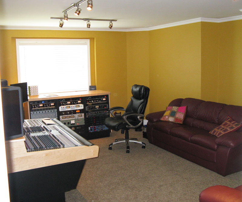 studio-control-room-overview