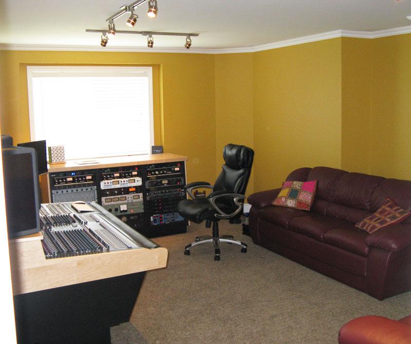 studio-control-room-overview