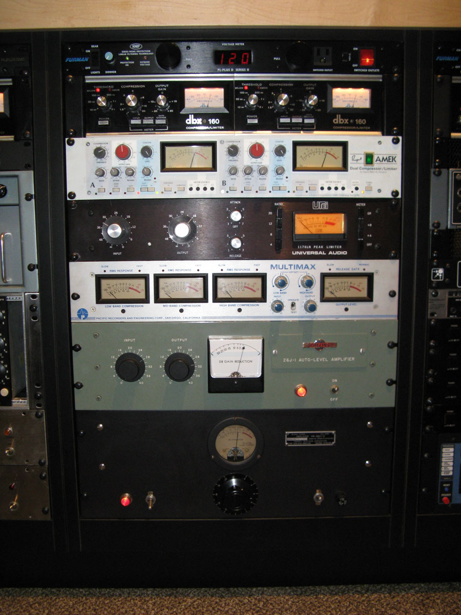 studio-rack-detail-2